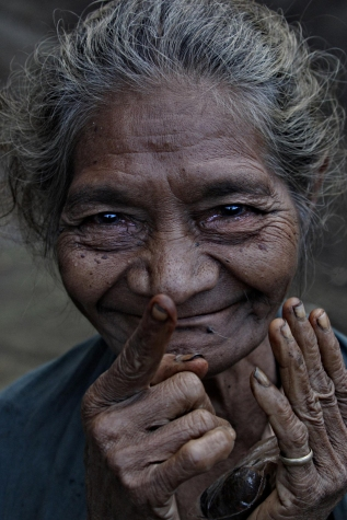 Never to old to Flirt. Flores Indonesia